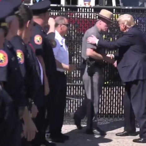 TRUMP OFF SCRIPT: The President RUNS to Greet Police Officers in NY