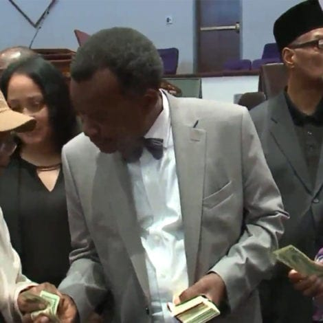 PAY TO PLAY: Chicago Mayor Candidate HANDS OUT $300,000 to Supporters
