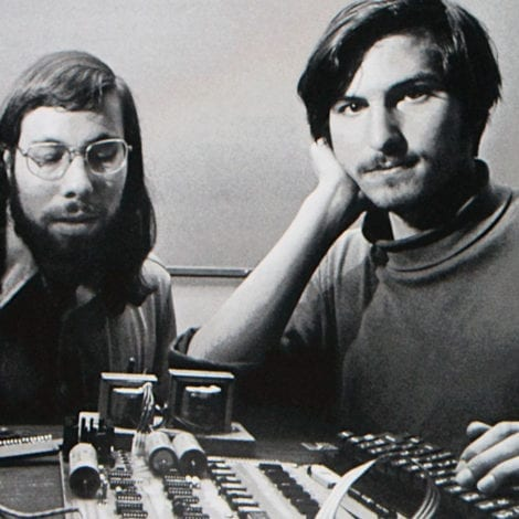 HISTORY: Apple Becomes First TRILLION DOLLAR COMPANY in US History