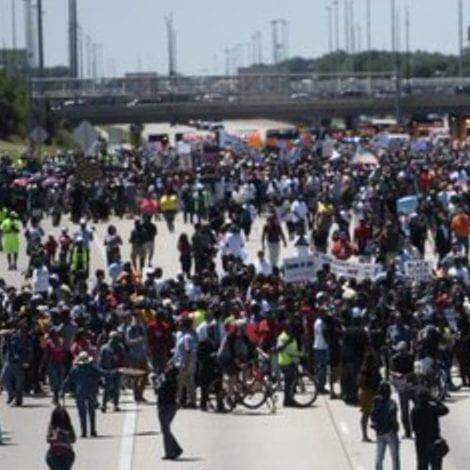 GANGLAND CHAOS: Chicago Activists SHUT DOWN HIGHWAY to 'Target Affluent'