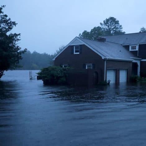 FLORENCE ARRIVES: Major Hurricane Hits Carolinas, +300k Without Power, Hundreds Stranded