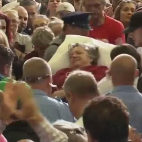 MUST SEE: Crowd Sings 'Amazing Grace' to Comfort Sick Woman at TRUMP 'MAGA' RALLY
