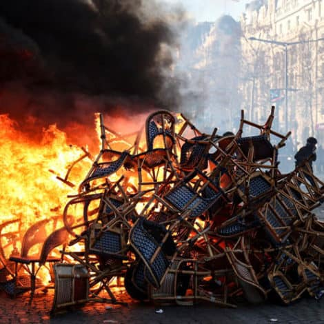 BREAKING NOW: New 'Yellow Vest' Protests ROCK Paris, 'Riots' Reported on Champs-Elysees