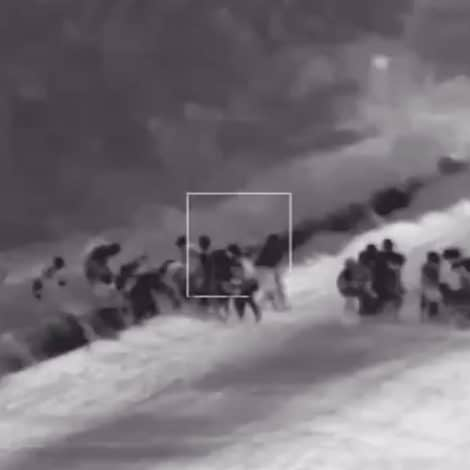 SHOCKING VIDEO: Border Agents Release New Footage of '111 Migrants' Crossing US-Mexico Border