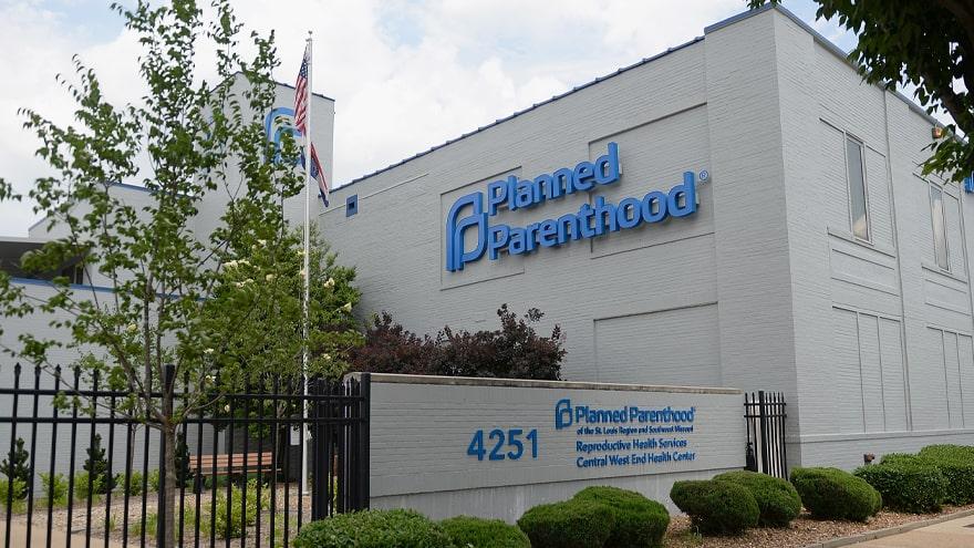 BREAKING: Federal Judge Blocks Missouri's New Abortion Law Banning Proce...