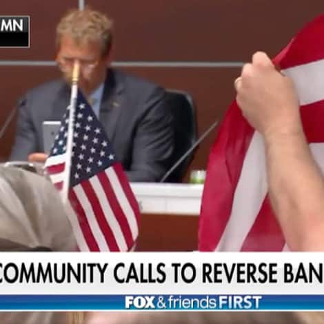 PATRIOTS REVOLT: Protesters Storm Minnesota City Hall After Pledge of Allegiance Ban, Chant 'USA!'