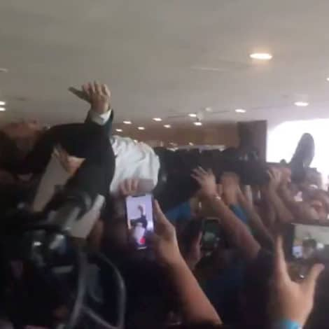 STAGE DIVE! 2020 Candidate Andrew Yang Crowd Surfs on the Campaign Trail