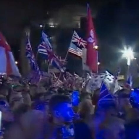 THE FINAL HOUR: Massive Crowd Gathers Outside Parliament, Wave Union Jack, Stars and Stripes as UK Exits EU