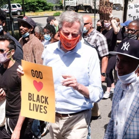 'UNBELIEVABLE': De Blasio Ripped by Quarantined New Yorkers After Marching in East Harlem Protest