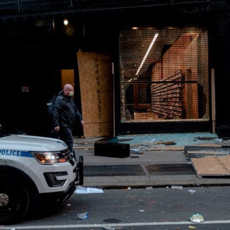 CHAOS NYC: Rioters Loot Manhattan Stores, De Blasio Describes Situation as 'Limited Protest Activity'