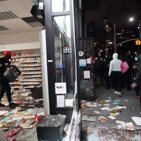 MORE CHAOS in NYC: Rioters Clash with Police, Hundreds of Looters Strike Manhattan, Bronx, Brooklyn