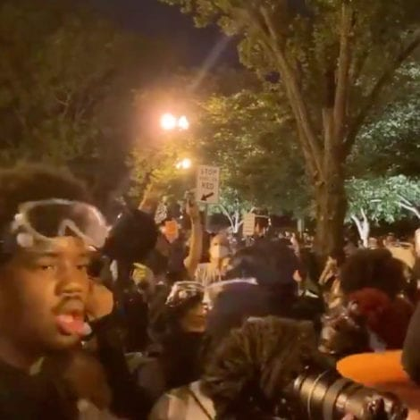 'BURN IT DOWN!' Unhinged Mob Gathers Near White House, Threatens to 'BURN IT DOWN'