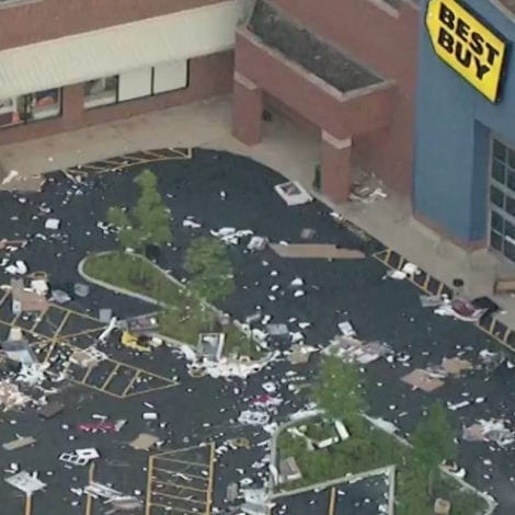CHAOS IN CHICAGO: 'Hundreds of Looters' Hit Macy's, Best Buy, Walgreens in After-Hours Mayhem